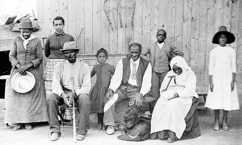 800px-Harriet_Tubman,_with_rescued_slaves,_New_York_Times