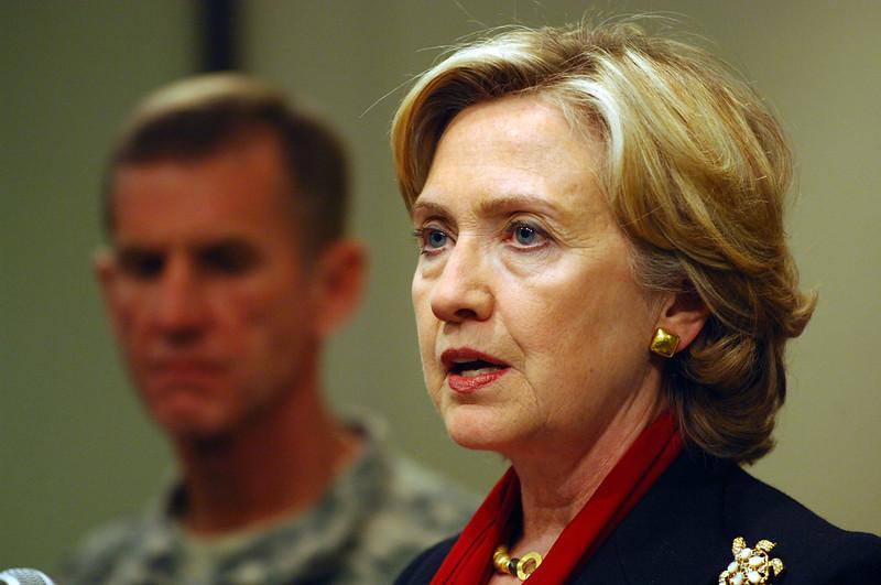 """Hillary Clinton, Afganistan'dan Çekilme Kararının """"Büyük Sonuçları"""" Konusunda Uyardı"""